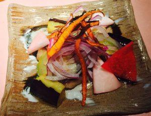 新鮮なアジの南蛮漬と無農薬野菜たっぷりの日替わり定食!